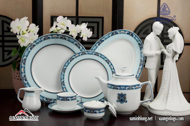 Bộ dĩa sứ và bình trà sứ của Gốm sứ Minh Long